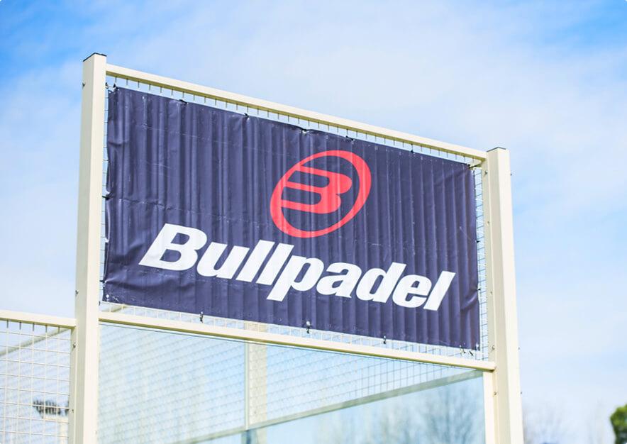 cartel publicitario de Bullpadel