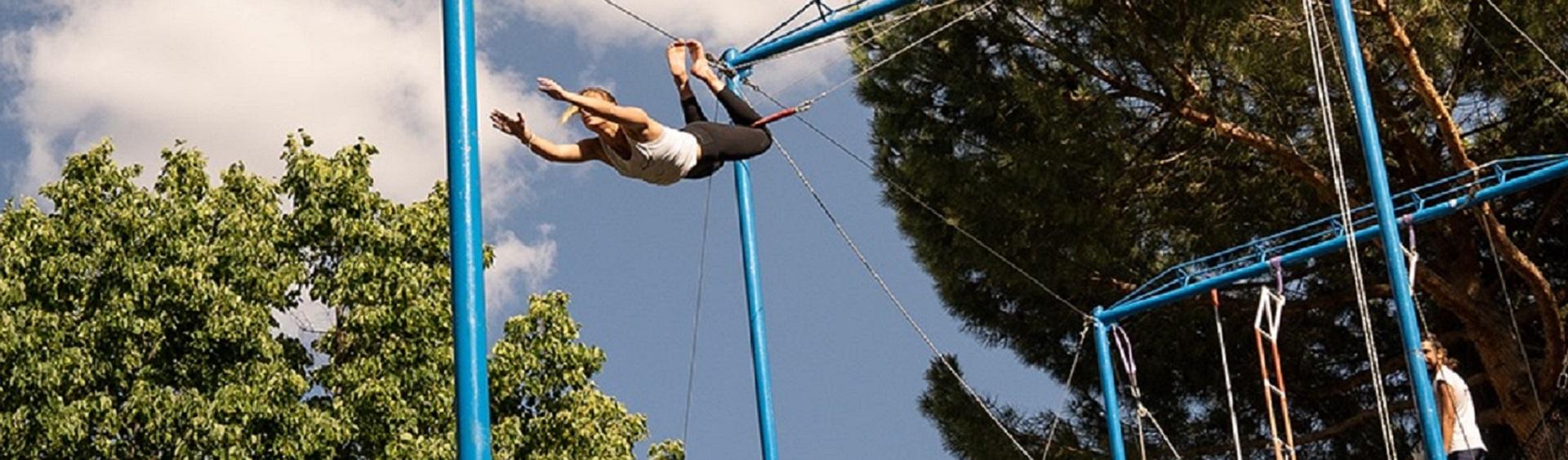 trapecio volante que se puede practicar en el club deportivo somontes