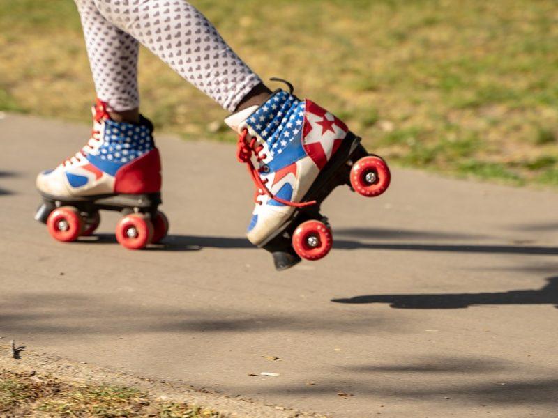 patines sobre ruedas