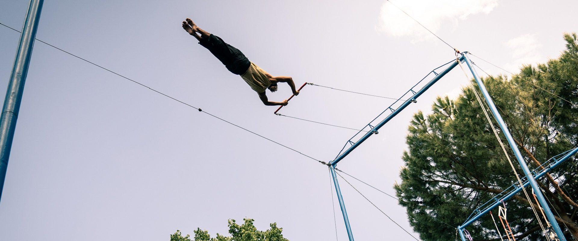 trapecista volando